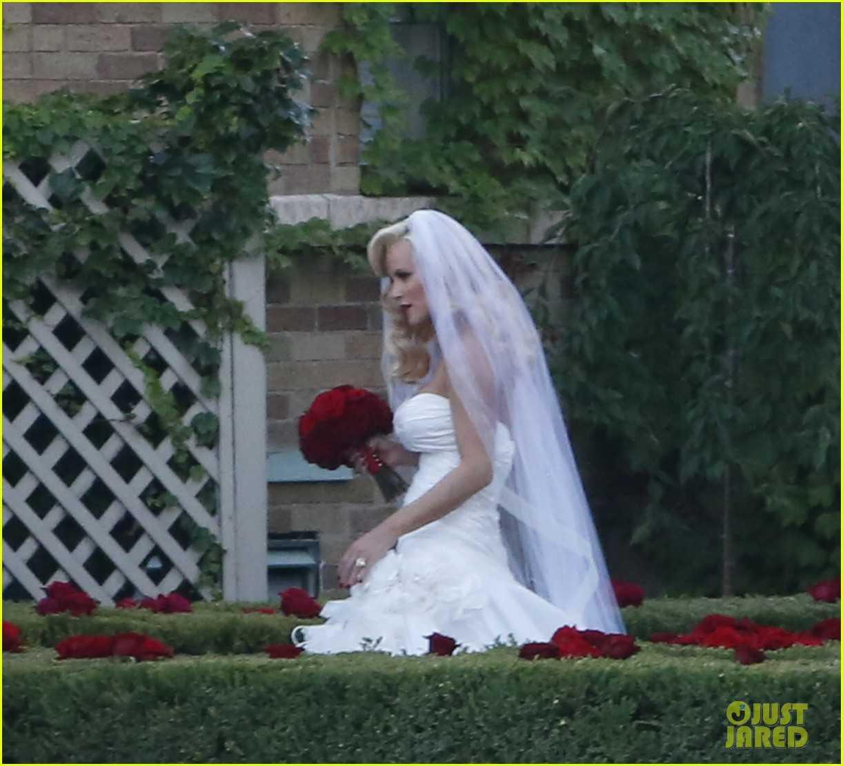 WeddingFeverJennyMccarthyAndAshleeSimpsonSayIDo