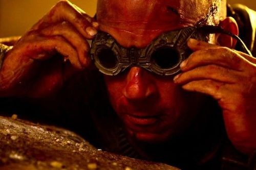 New Photo Stills And Plot Details For Riddick!
