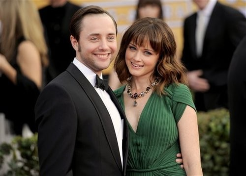 Love is in the Air! Alexis Bledel and Vincent Kartheiser are Engaged!