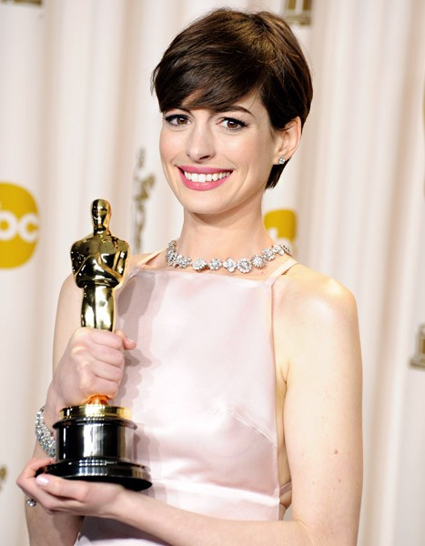 "Anne Hathaway Scores Role in ""Laggies""!"