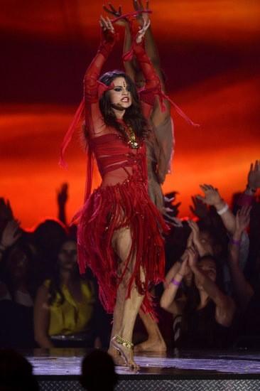 Backlash: Selena Gomez Causes Controversy At MTV Movie Awards!