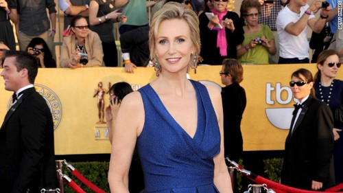 Glee's Jane Lynch Will Be Hannigan A Day Early