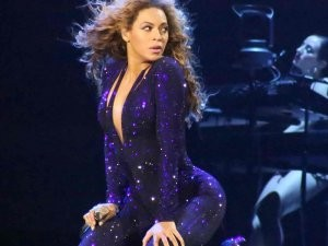 That's Not How You Put A Ring On It: Beyonce Gets Bum-Slapped!