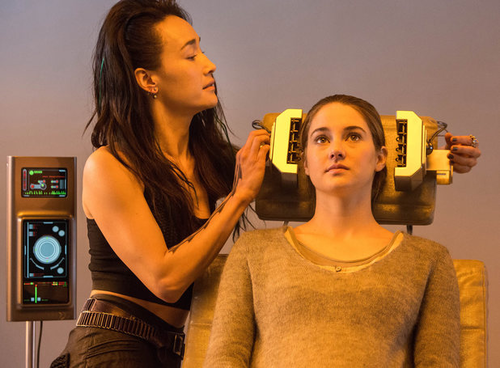Tris and Four Fans, Get Ready: New Divergent Photos Hit The Web!