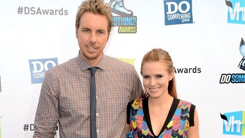 Kristin Bell Proposes to Dax Shepard On Twitter!