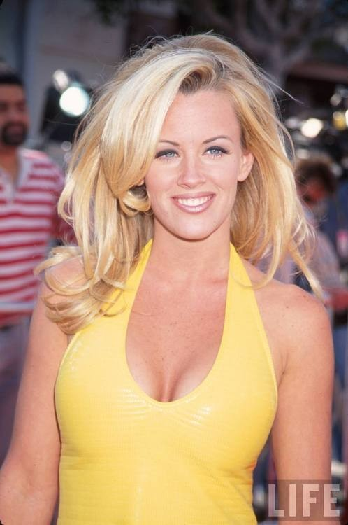 Is Jenny McCarthy To Take A Vacant Seat At The View Table?