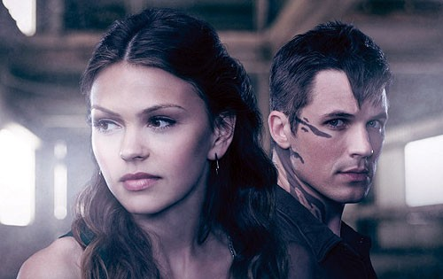 The CW's Star Crossed Lovers Heat Things Up At Comic Con!