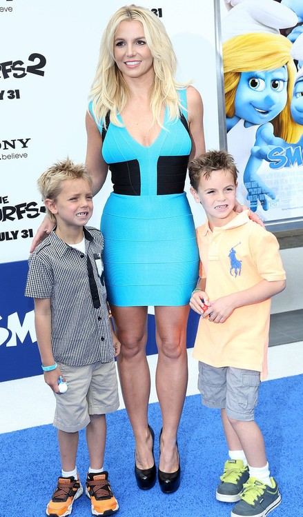 Britney Spears Hits the Blue Carpet for the Smurfs 2 Premiere