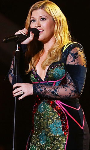 Kelly Clarkson Ties It Up In New Wedding Themed Music Video