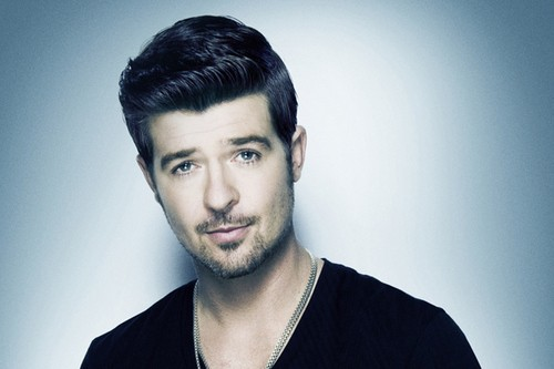 Robin Thicke Blurs More Lines With