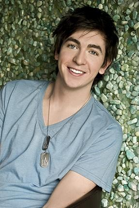 Nicholas Braun Rumored To Appear In Poltergeist Reboot