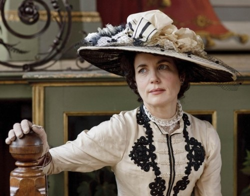 Elizabeth McGovern Talks Downton Abbey, Fame and Near-Marriage