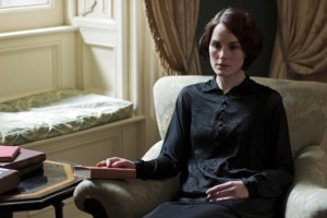 Lady Mary Mourns Matthew In The Newest Downton Abbey Teaser Clip
