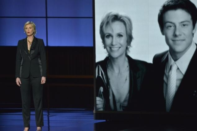 Jane Lynch Gives Poignant Emmy's Tribute To Cory Monteith