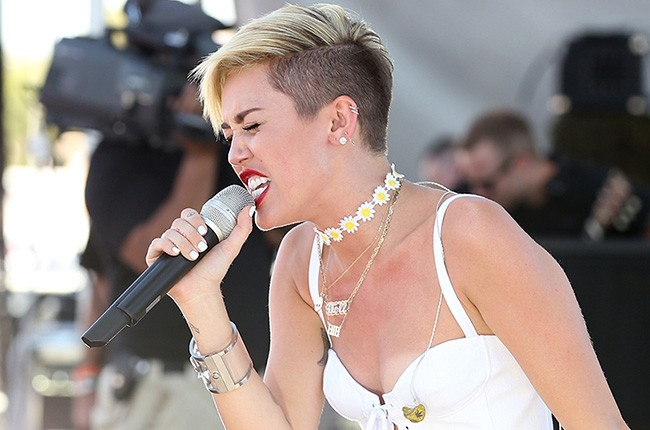 Miley Cyrus Has An Emotional Performance At The iHeartRadio Music Festival