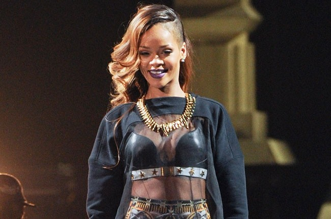 Rihanna Booed In Australia For Arriving 80 Minutes Late To Concert