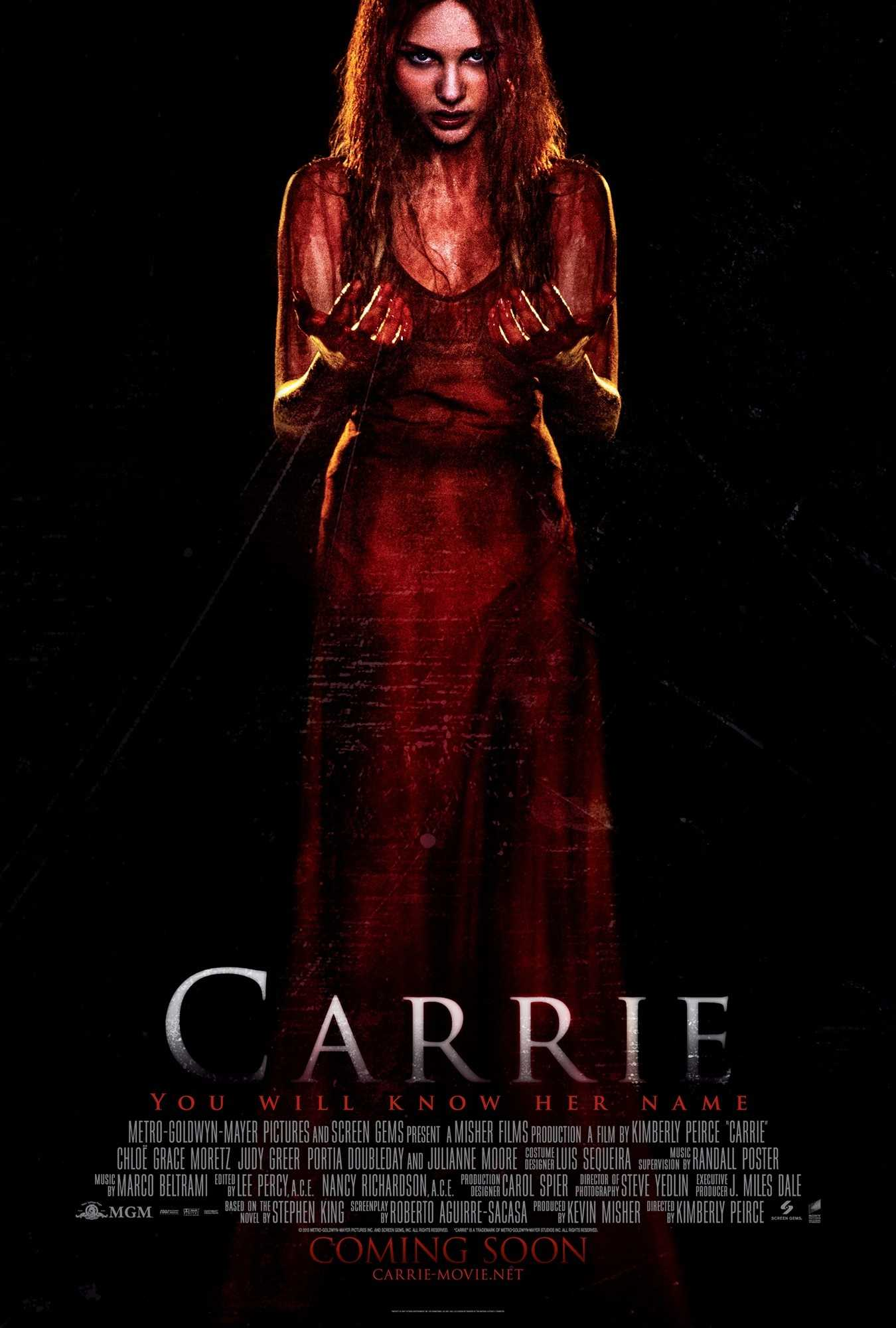 Julianne Moore Sends Chloe Moretz To Her Closet In New Carrie Clip