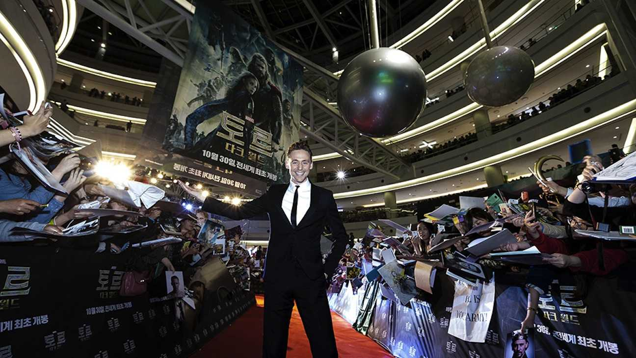 Tom Hiddleston Busts A Move In Korea