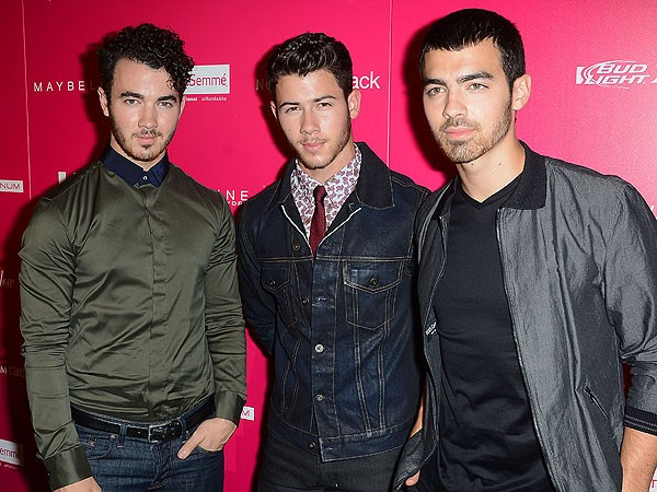 Jonas Brother Drama: The Band Deletes Their Twitter Account Amid Feud Rumors
