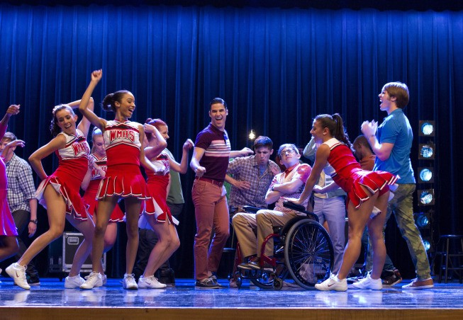 Glee First Look: New Directions Are Getting Ready To Bring