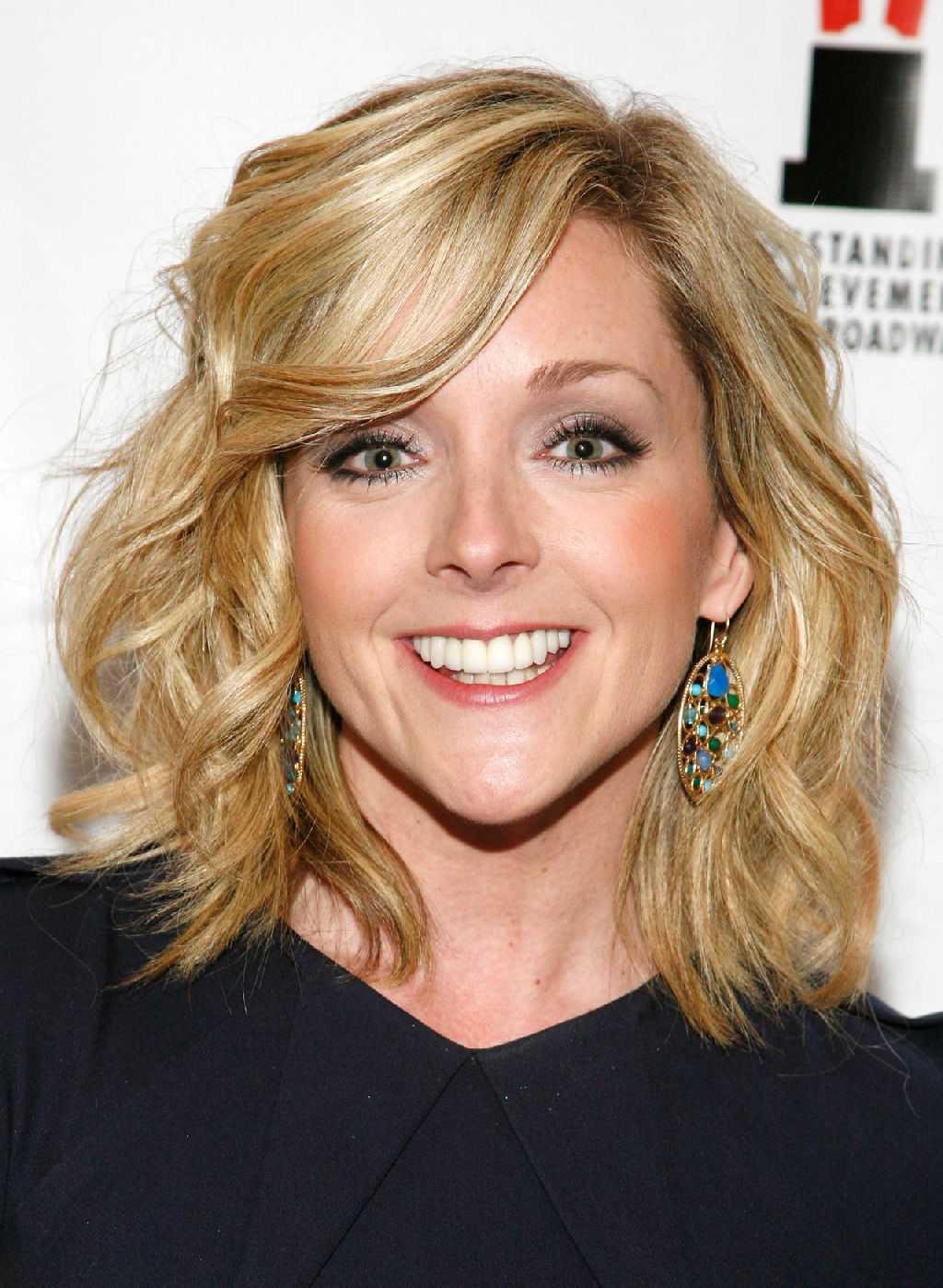 Jane Krakowski Lands A Guest Starring Role On ABC's Modern Family