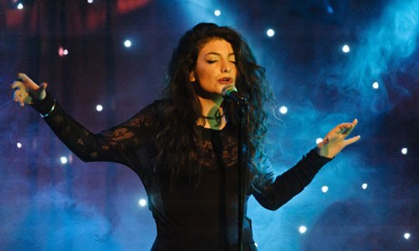 Lorde Finally Enjoys Her UK Success Following Hospital Stay