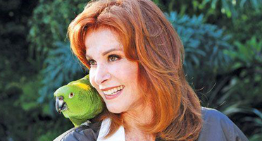 Hart to Heart: Stefanie Powers Entertains and Inspires