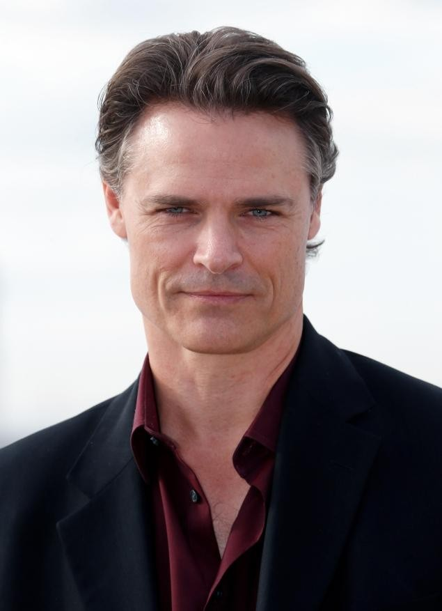Arrow's Dylan Neal Chosen As Ana's Stepfather For The Fifty Shades Of Grey Movie
