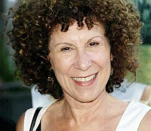 Cheers Star Rhea Perlman Gets A Little Neighborly