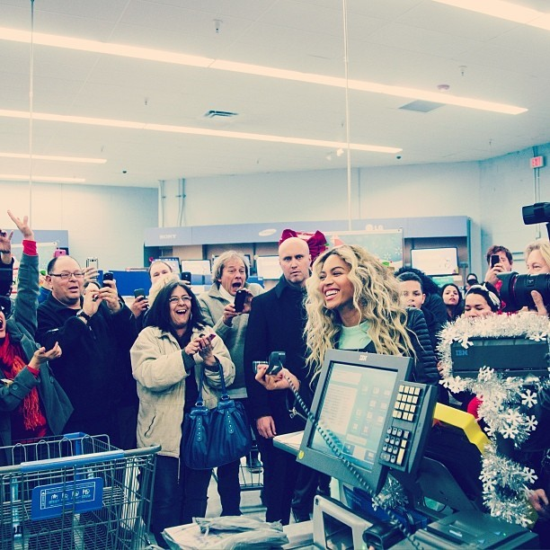 Beyonce Surprises Walmart Shoppers With Free Gift Cards