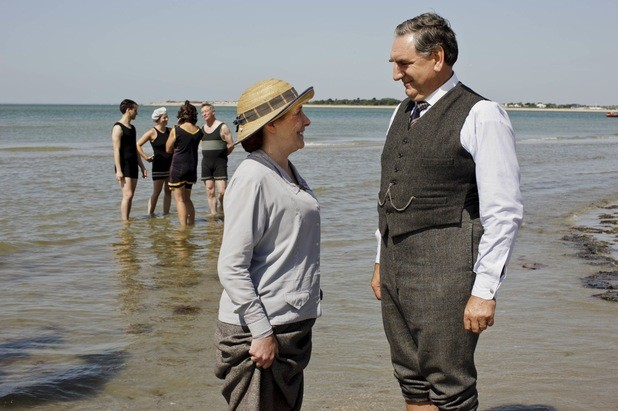 It's Christmas In July On This Season's Downton Abbey Finale