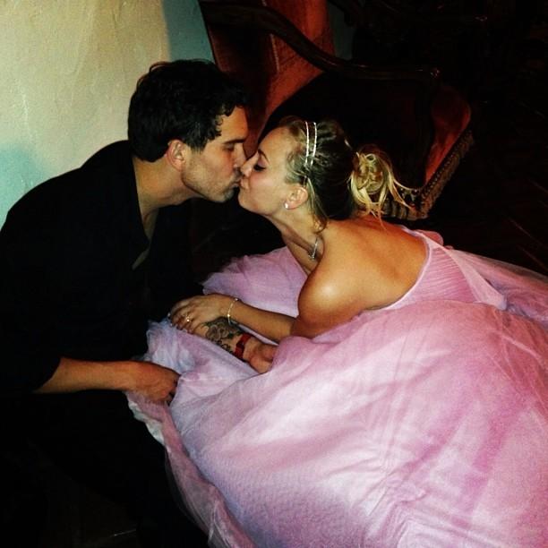 Bazinga:The Big Bang Theory's Kaley Cuoco Shares Photos From Her New Years Wedding