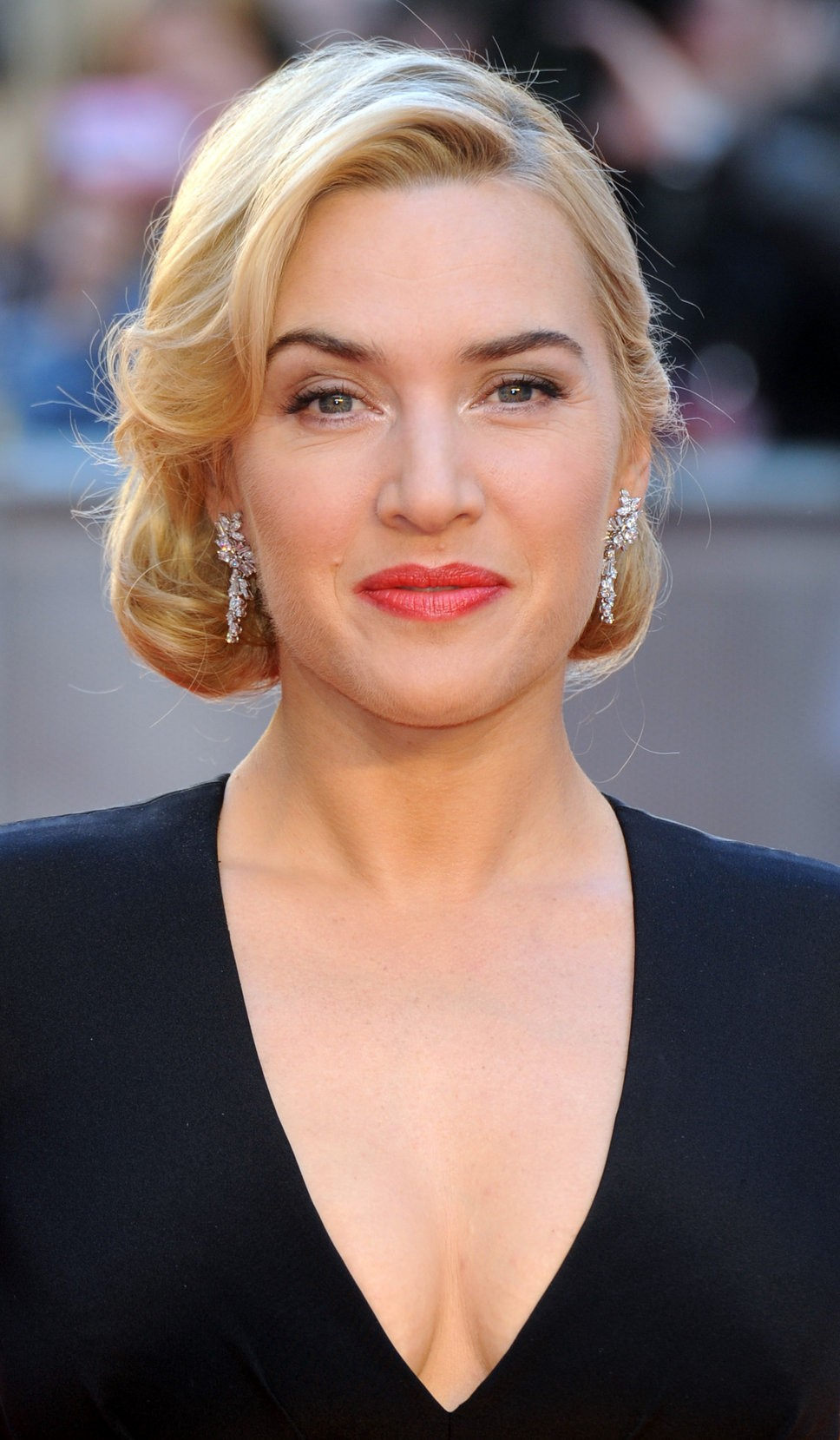 Kate Winslet Fears Miley Cyrus Has 'Lost Her Way'