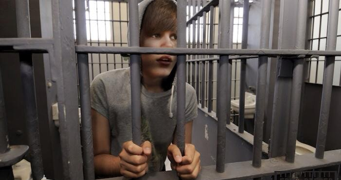 BREAKING: LA County Sheriffs Detain Justin Bieber; Executing FELONY Search Warrant At His Residence