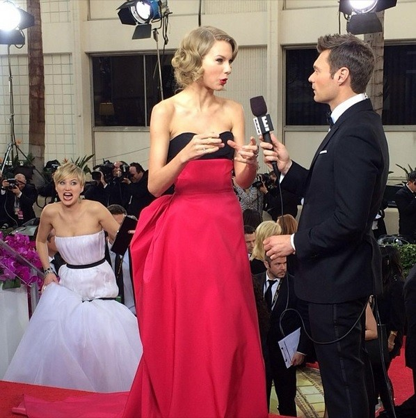 Jennifer Lawrence Photobombs Taylor Swift During Live Interview