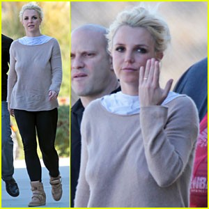 Britney Spears Sparks Marriage Rumors After A Gold Band Is Spotted On A Very Important Finger