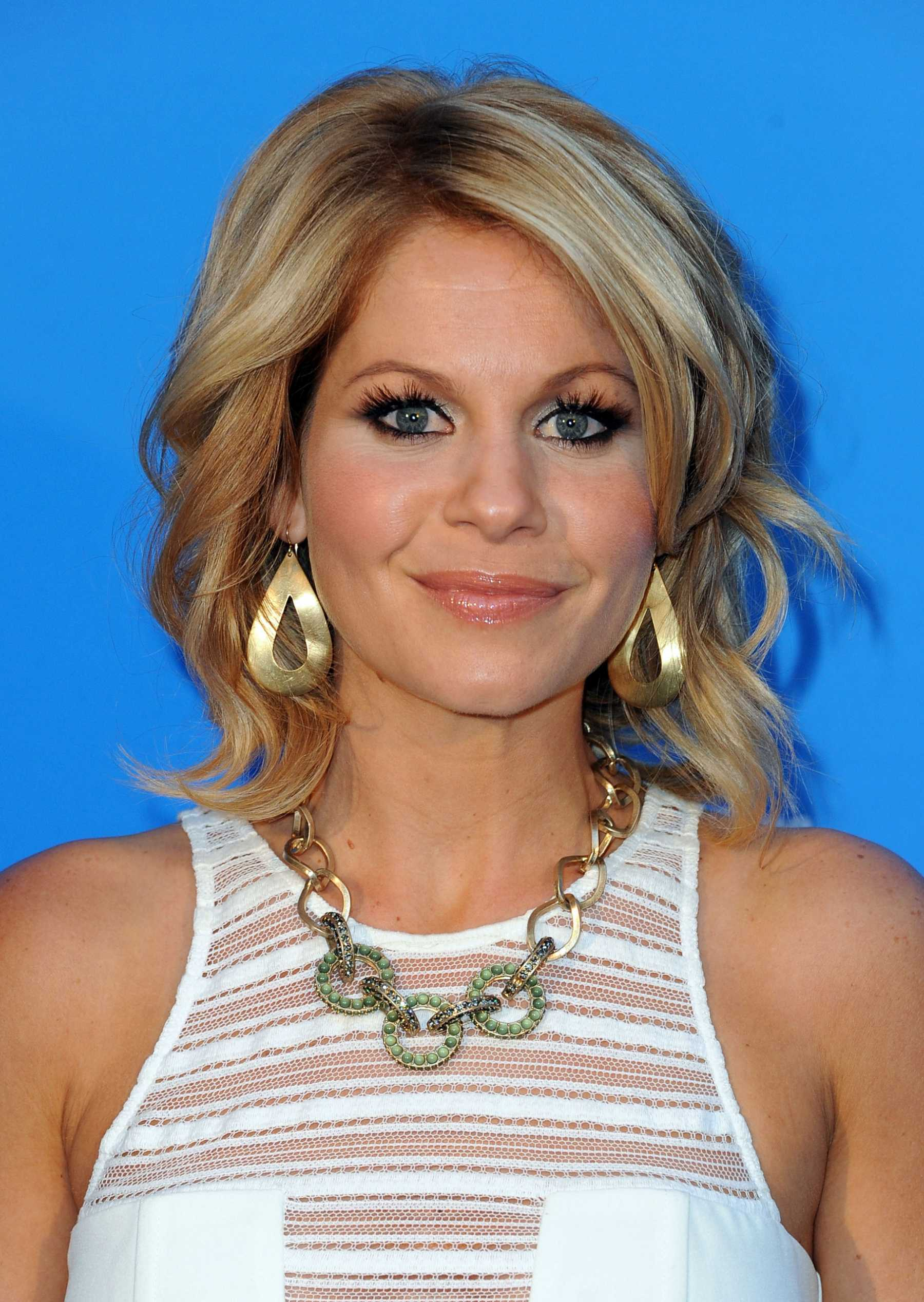 Candace Cameron Bure Talks Twitter, Fan Encounters, And Possibly More Full House In The Future??