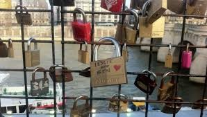 Parks and Recreation Padlock Stolen From Fence In Paris