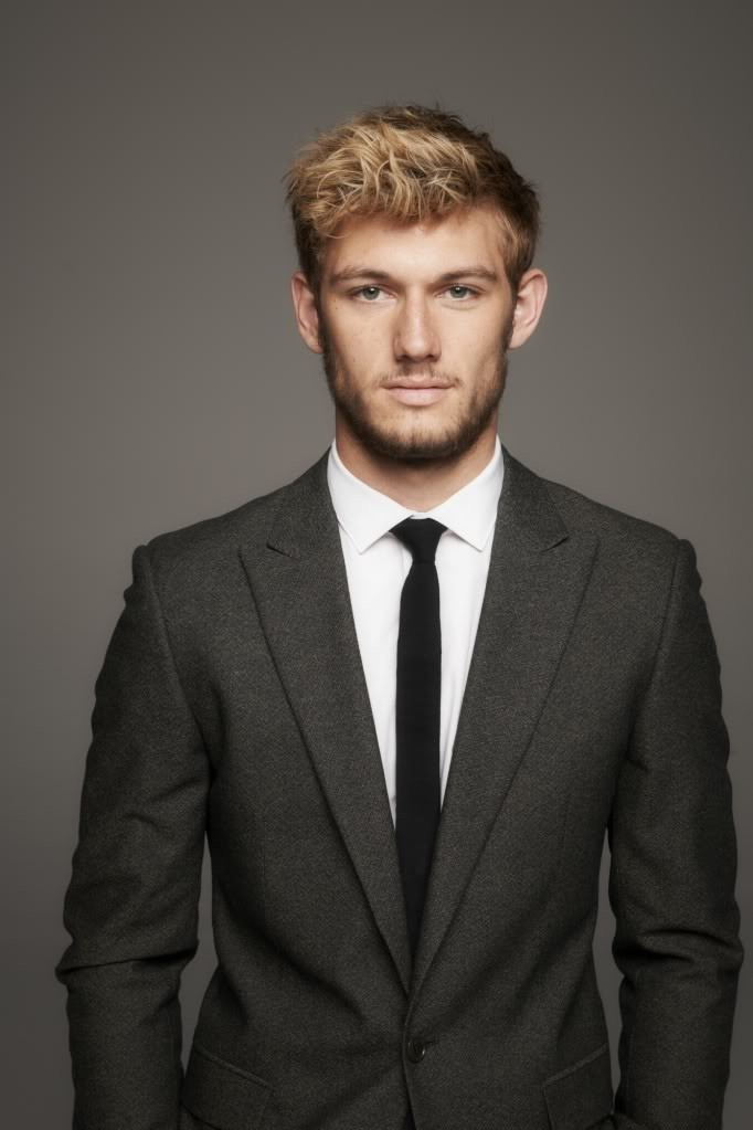 Alex Pettyfer Trades Inappropriate Jokes With Chelsea Handler
