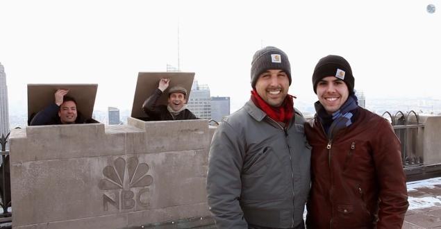 Jimmy Fallon And Jon Hamm Photobomb Top Of The Rock Tourists On