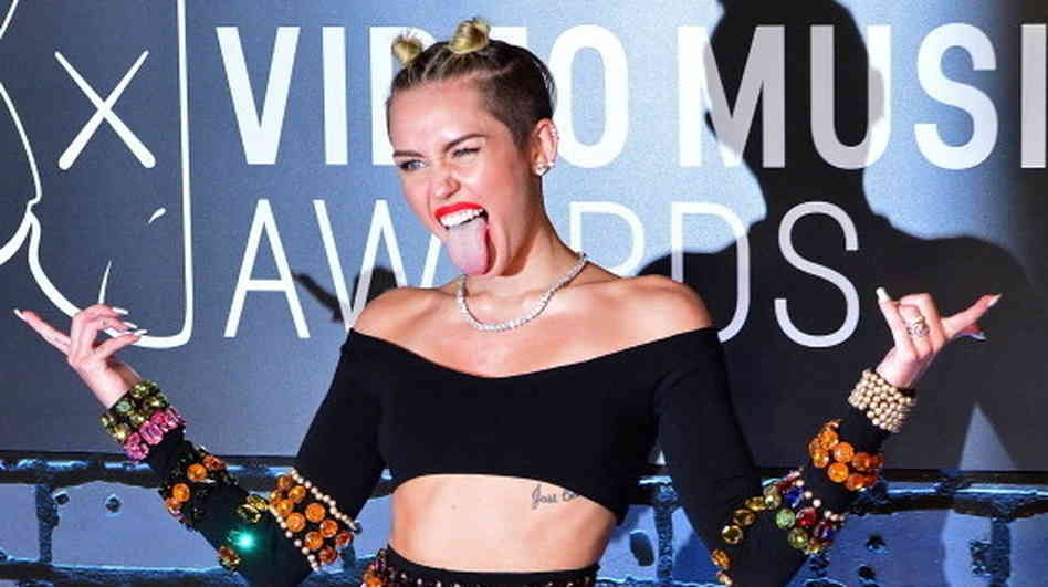 Miley Cyrus Gets Feisty After A Fan Gets In Trouble For Snapping A Photo