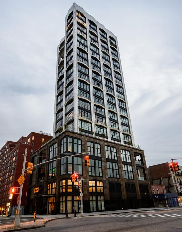 Famed Fashion Designer L'Wren Scott Found Dead In Her Manhattan Apartment
