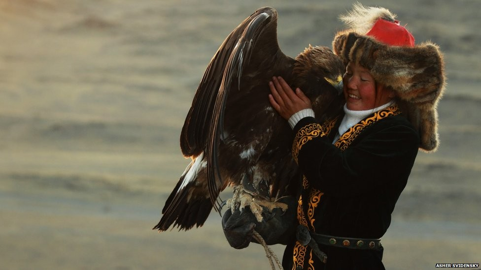 Awe-Inspiring 13 Year Old Mongolian Huntress Puts The Boys In Their Place