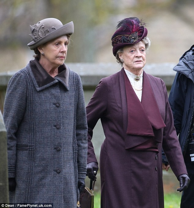 New Onset Pictures From Downtown Abbey Drops Hints, But Poses Questions
