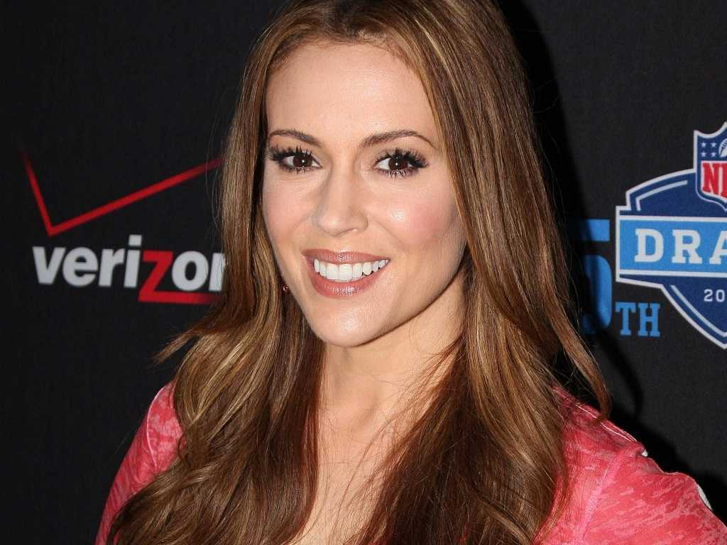 Alyssa Milano Reacts To James Franco's Partial Nude Selfie......And It's HILARIOUS!