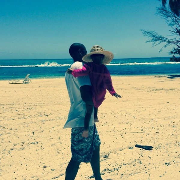 Beyonce Attempts To Dissuade Rumors With Cute Photo Of Jay-Z And Blue Ivy