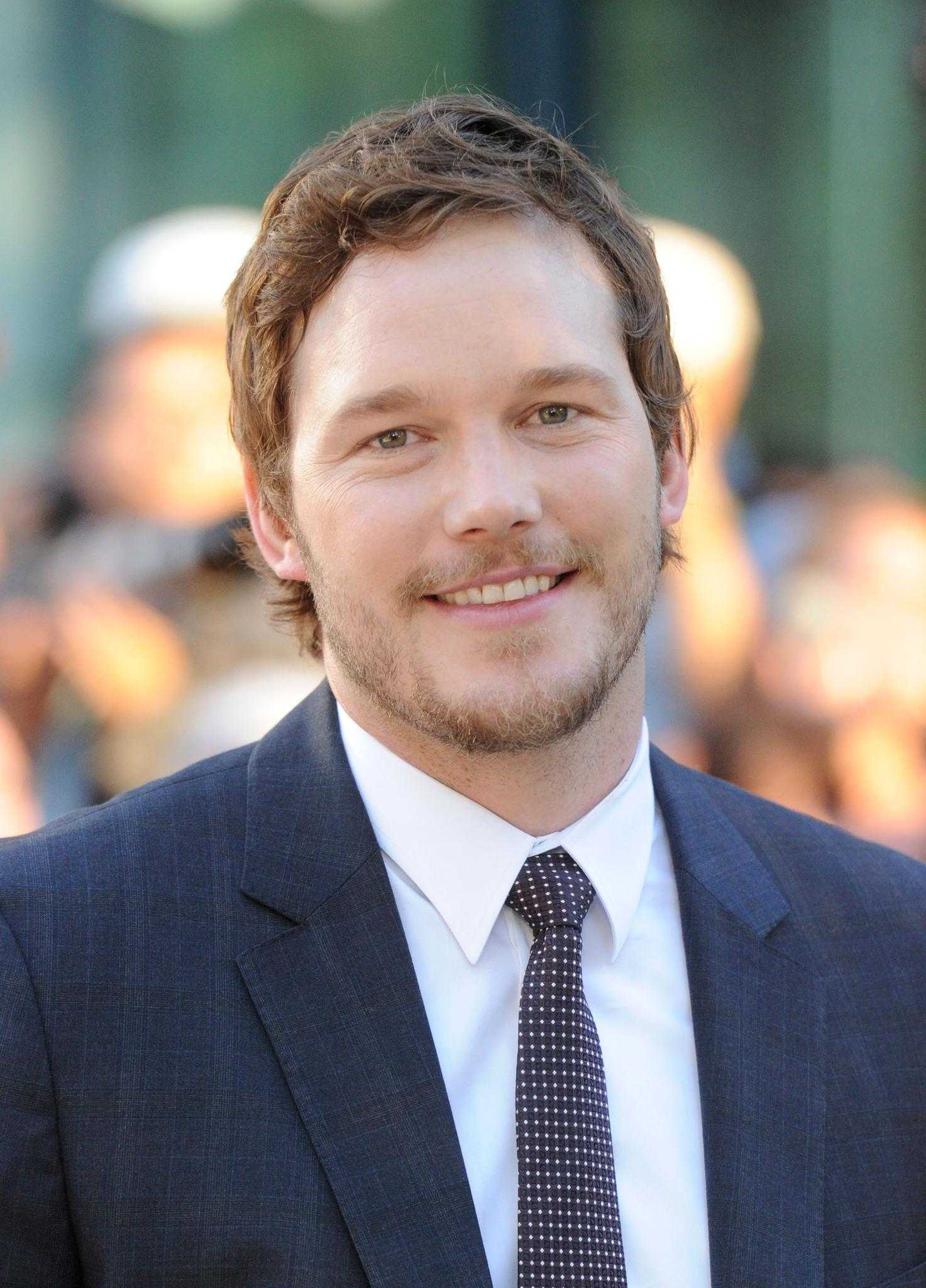 Chris Pratt Surprises Children At L.A. Hospital Dressed As