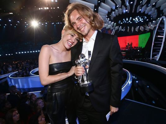 Uh Oh! Miley Cyrus' VMA Homeless Guy Wanted By Oregon Police | homeless