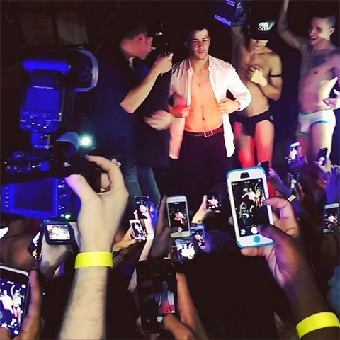 Nick Jonas Flexes His Muscles, Surprises Crowd At Gay Club | Nick Jonas