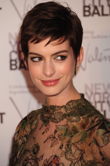 Anne Hathaway Opens Up About Infamous Behavior During Awards Run: